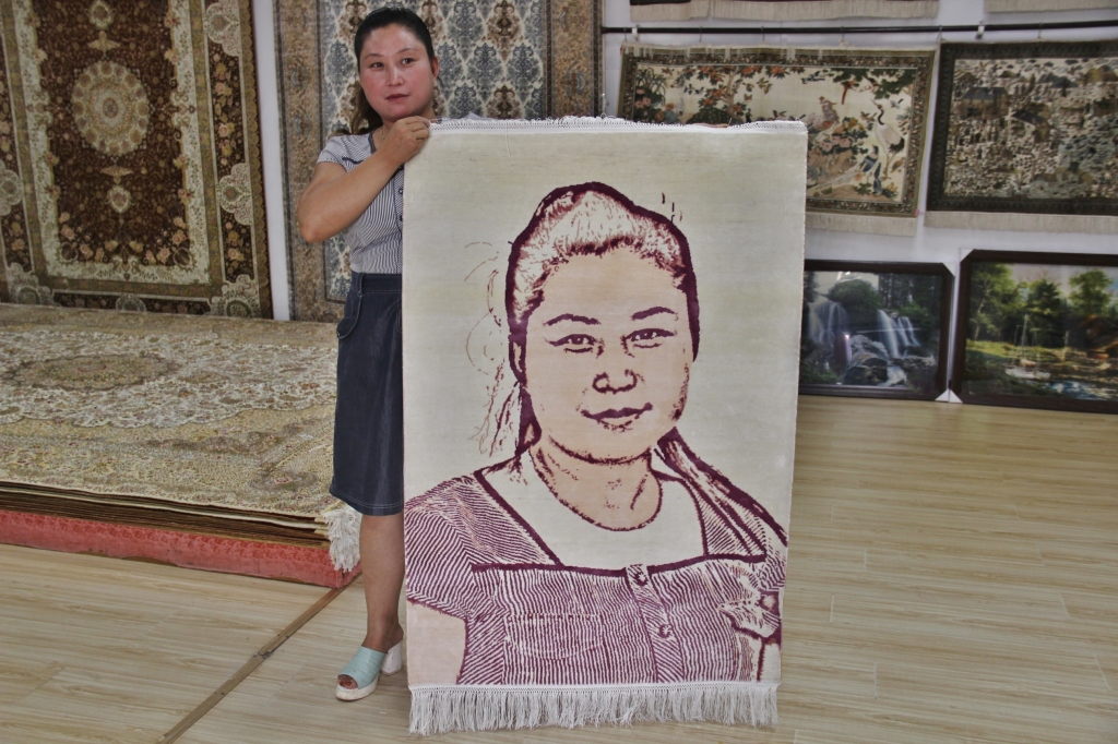 """Zhinü´s sisters"" Hand knotted silk carpet China 2014"